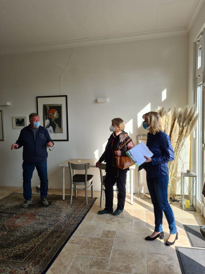 Frau Fahrenkamp, Frau Lange und Herr Künecke im alten Feuerwehrhaus